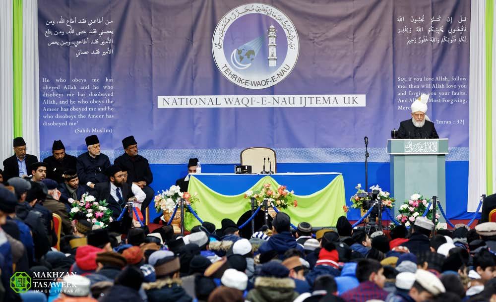 Head of Ahmadiyya Muslim Community addresses male Muslim youth event (Waqf-e-Nau Ijtema)in London