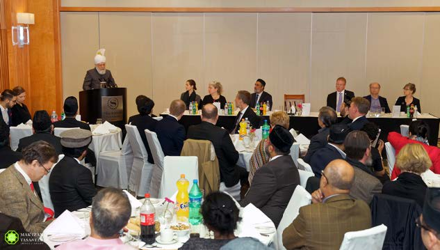 Head of Ahmadiyya Muslim Community addresses refugee crisis during historic address in Sweden