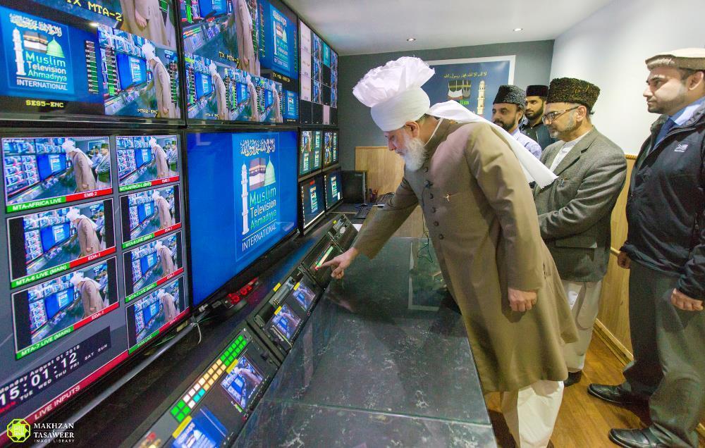 Head of Ahmadiyya Muslim Community launches MTA International Africa TV Channel