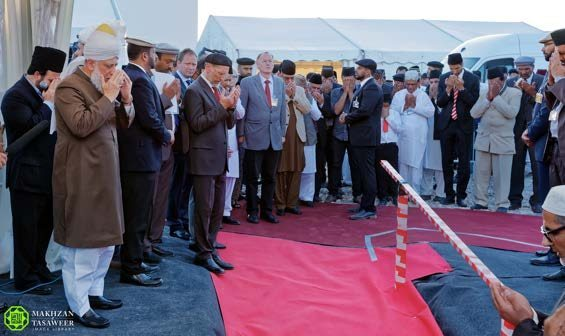 Head of Ahmadiyya Muslim Community lays foundation stone for new Mosque in Frankenthal, Germany