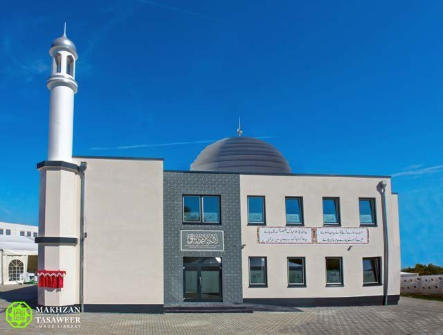 New Ahmadiyya Mosque opened in Morfelden-Walldorf, Germany by Head of Ahmadiyya Muslim Community