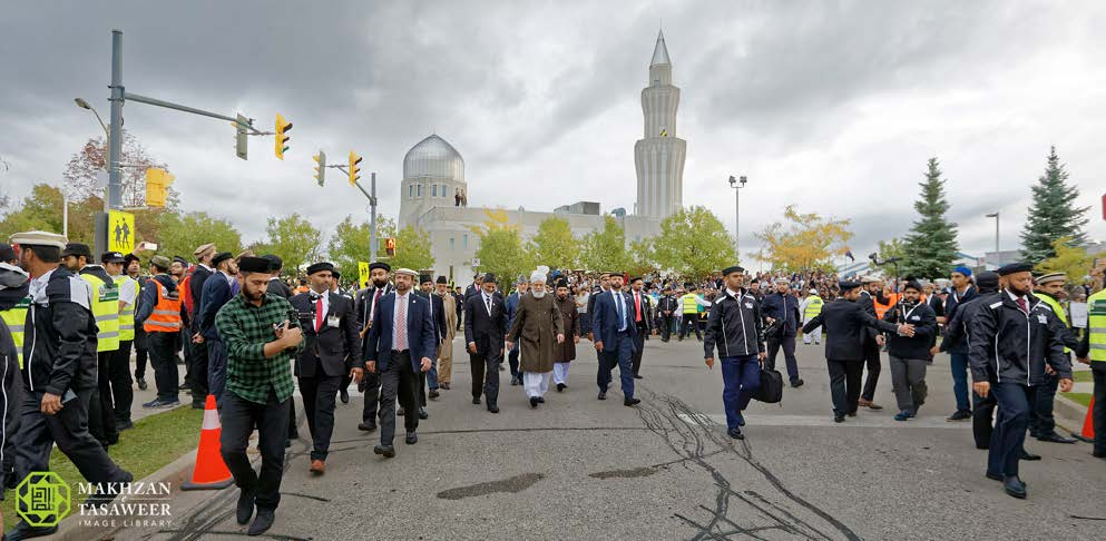 Head of Ahmadiyya Muslim Community arrives in Canada