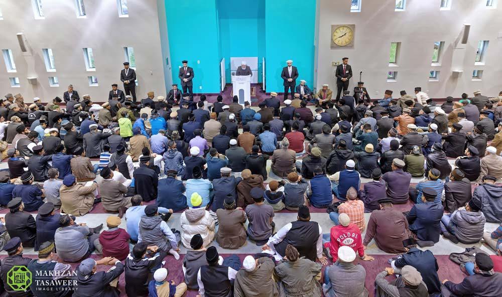 Head of Ahmadiyya Muslim Community delivers Friday Sermon in Peace Village, Canada