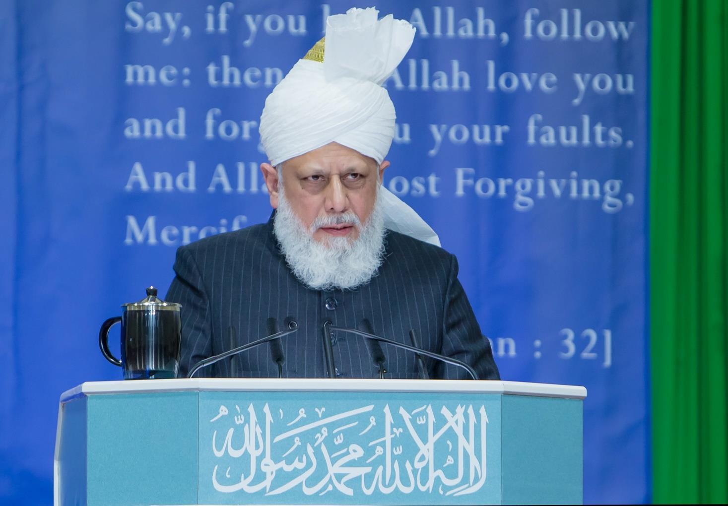Head of Ahmadiyya Muslim Community addresses female Muslim youth event in London