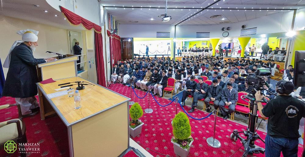 Jamia Ahmadiyya UK and Canada Convocation take place in Joint Ceremony
