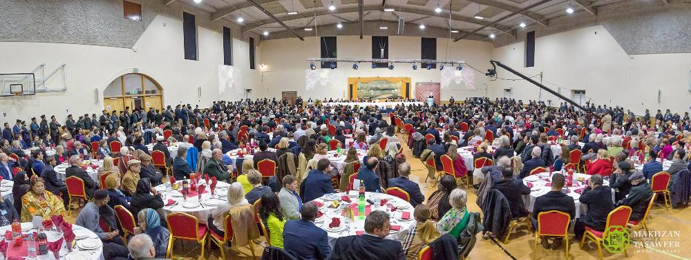 Head of Ahmadiyya Muslim Community calls for a curb on arms trade and urges dialogue between nations