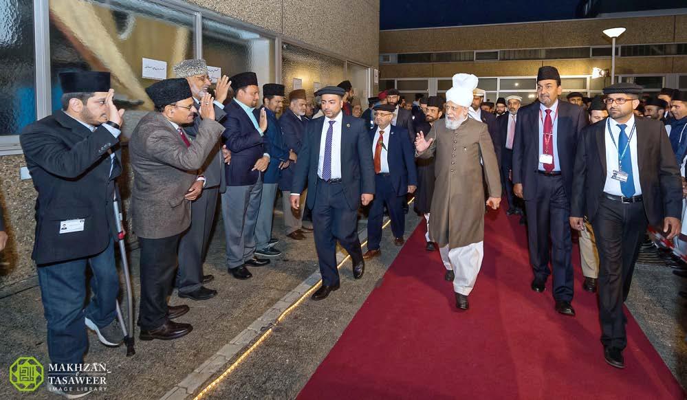 Head of Ahmadiyya Muslim Community arrives in Germany