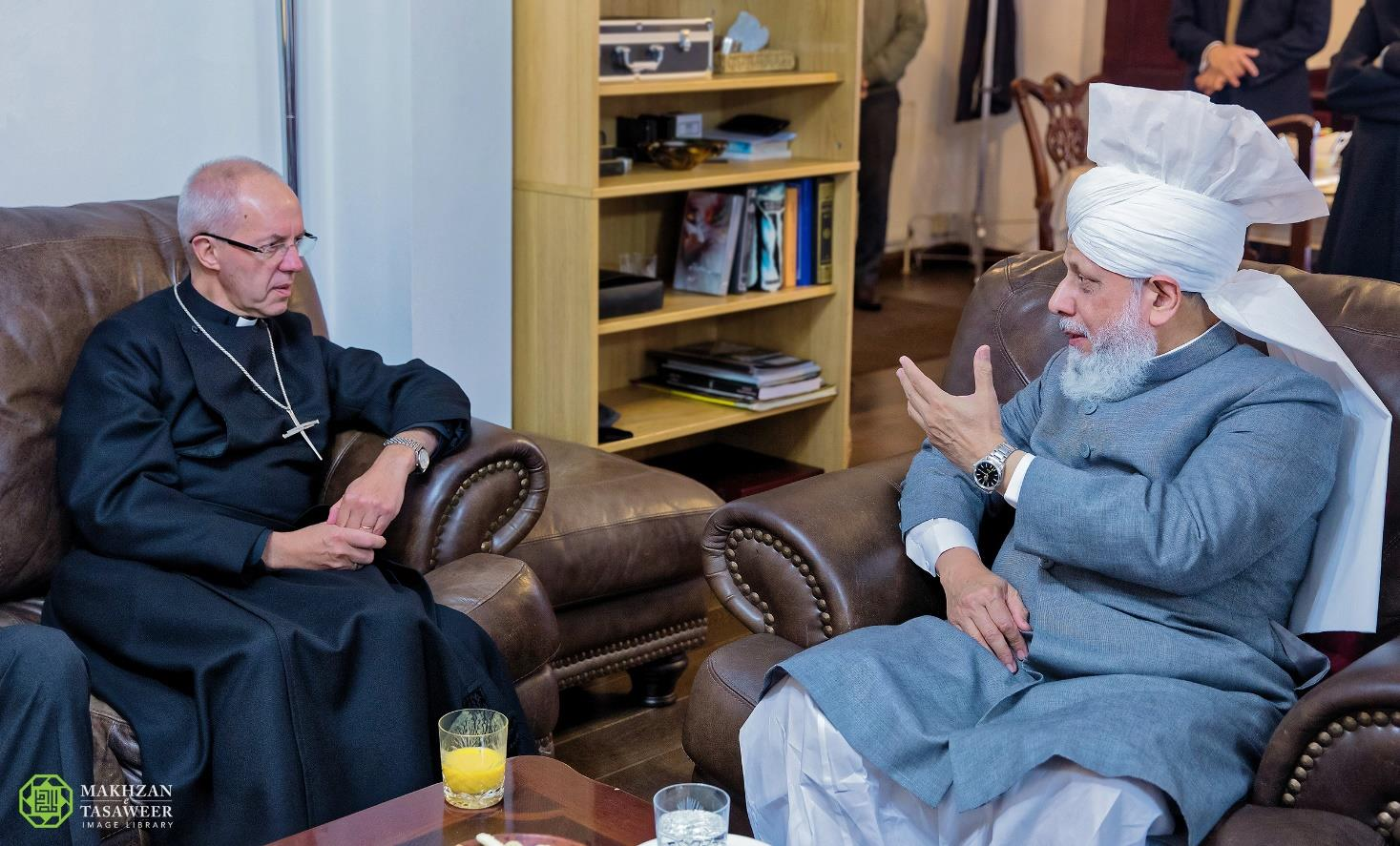 Archbishop of Canterbury visits Head of Ahmadiyya Muslim Community