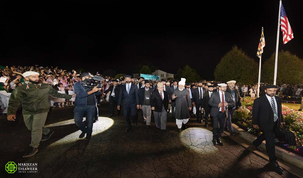 Head of the Ahmadiyya Muslim Community arrives in United States